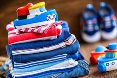 Vêtements de bébé Photo stock