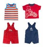 Vêtements de garçon d'été de mode. Photographie stock libre de droits
