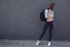 Vêtements de port de mode de fille sportive de forme physique Photos stock