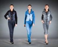 Vêtements de ramassage de jeans Photo libre de droits