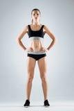 Vêtements de sport de port de femme sportive Image stock