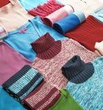 Vêtements de tricotage photographie stock libre de droits