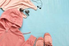 Vêtements et accessoires roses de femme Images libres de droits