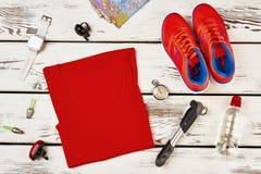 Vêtements et espadrilles du ` s de sportif Photos stock