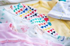 Vêtements et jouets de bébé Image libre de droits