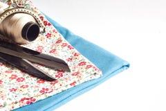 Vêtements et outils de couture Photo stock