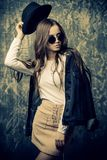 Vêtements modernes de la jeunesse image stock