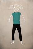 Vêtements placés dans l'action avec le dessin de femme Photographie stock libre de droits