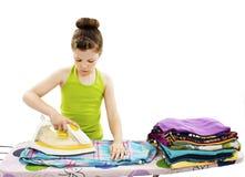 Vêtements repassants mignons de petite fille Photographie stock