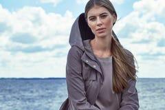 Vêtements sport de sembler de style de rue de mode pour la femme images stock