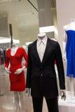 Vêtements sur des mannequins photos stock