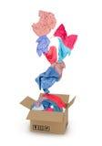 Vêtements tombant dans la boîte en carton image stock