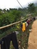 Vêtements traînant dans un village du Vietnam Images libres de droits