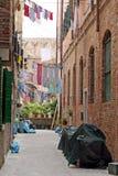 Vêtements traînant pour sécher sur un canal à Venise photographie stock libre de droits