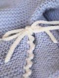 Vêtements tricotés de chéri Photo libre de droits