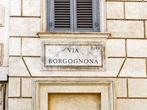Vía Borgognona, placa de calle de mármol, Roma, Italia fotografía de archivo