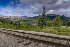Vía de ferrocarriles de Alaska imagenes de archivo