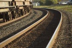 Vía del tren con una curva Foto de archivo libre de regalías