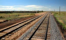Vía del tren del tren móvil Imagen de archivo libre de regalías