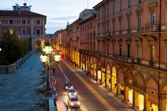 Vía el dell Indipendenza en Bolonia, Italia Imagen de archivo libre de regalías