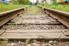 Vía ferroviaria con los trenes viejos Imagenes de archivo