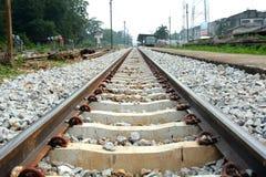 Vía ferroviaria en la estación de tren Imagenes de archivo