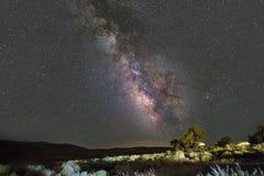 Vía láctea adentro en el cielo nocturno del verano Fotos de archivo libres de regalías