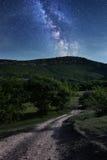Vía láctea Cielo nocturno hermoso con las estrellas Foto de archivo libre de regalías