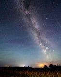 Vía láctea de las estrellas en el cielo nocturno Imágenes de archivo libres de regalías