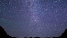 Vía láctea en las montañas Lapso de tiempo 4K almacen de video