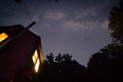 Vía láctea Gallaxy sobre cabina Foto de archivo