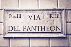 Vía la placa de la calle del Pantheon, Roma, Italia Foto de archivo libre de regalías
