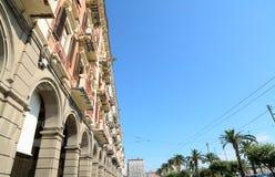 Vía los edificios de Roma en Cagliari, Italia fotografía de archivo libre de regalías