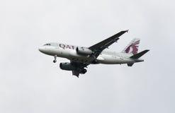 Vías aéreas Airbus A319 de Qatar Fotos de archivo libres de regalías