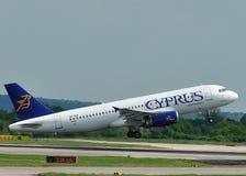 Vías aéreas Airbus A320 de Chipre Imagenes de archivo