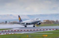 Vías aéreas Airbus A320 de Lufthansa Imagenes de archivo