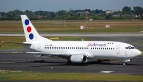 Vías aéreas Boeing 737 del Jat fotos de archivo