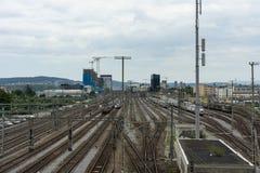Vías del tren en Zurich Suiza foto de archivo