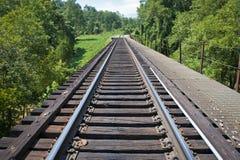 Vías del tren a través de Tennessee rural Imagen de archivo