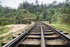 Vías en el puente de nueve arcos en Ella, Sri Lanka Imagen de archivo libre de regalías