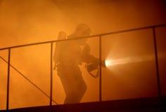 Víctimas de la búsqueda del salvador en humo fotos de archivo libres de regalías