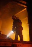 Víctimas de la búsqueda del salvador en humo foto de archivo libre de regalías