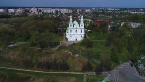 Vídeo aéreo antiguo del St Sophia Cathedral Polotsk, Bielorrusia almacen de metraje de vídeo