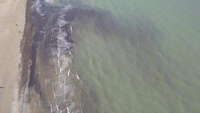 Vídeo aéreo da opinião superior 4K UHD do zangão de Itália da praia da costa de mar de Rimini video estoque