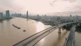 Vídeo aéreo da ponte de Krung Thep no por do sol video estoque