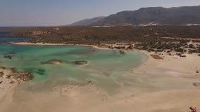Vídeo aéreo da praia de Elafonisi, Creta, Grécia filme