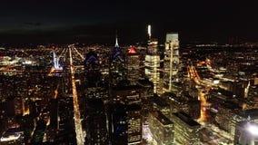 Vídeo aéreo de la ciudad de centro Philadelphia en la noche almacen de video