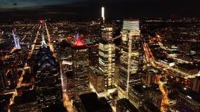 Vídeo aéreo de la ciudad de centro Philadelphia en la noche metrajes