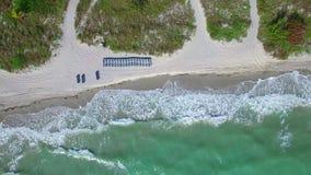 Vídeo aéreo de la playa hermosa en Miami la Florida metrajes