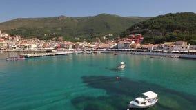 Vídeo aéreo de Parga, Grécia video estoque